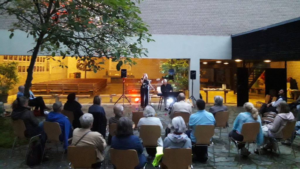 Konzert im Hof der Versöhnungskirche mit Claudia Groß und Jan Weigelt